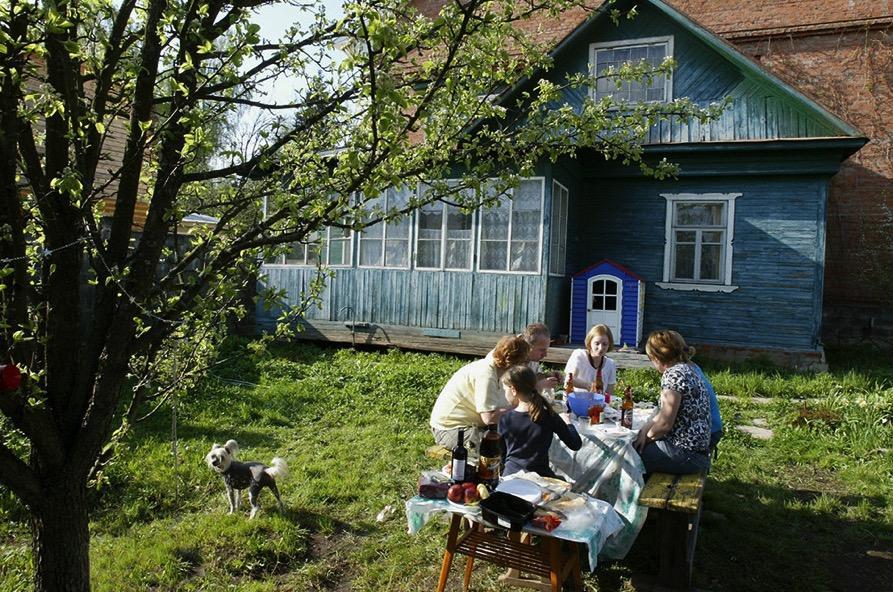 epuis le début du printemps jusqu'aux premières gelées, des millions de Russes déménagent de leurs appartements à des chalets d'été. Photo: PhotoXPress